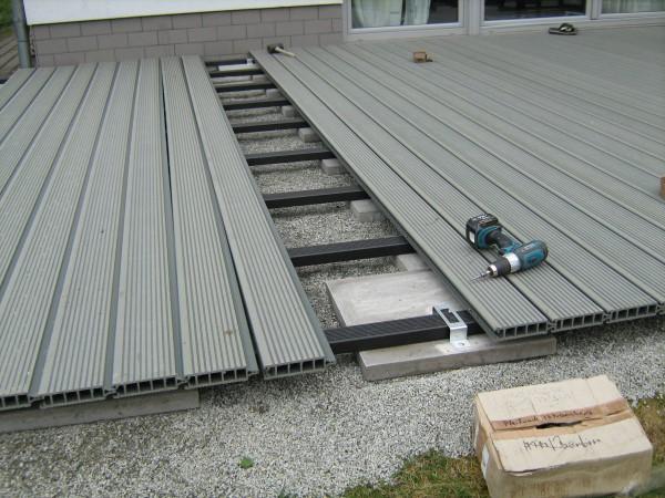 02 – WPC-Deck während der Montage