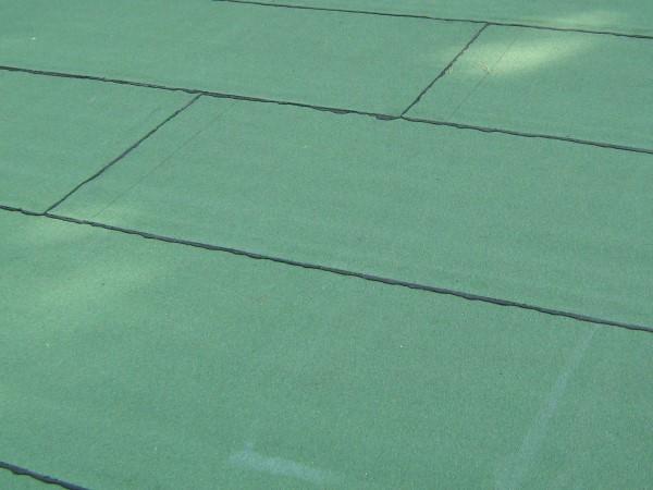 Bitumenabdichtung intensivgrün beschiefert