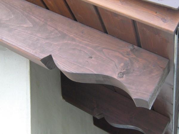 Dachüberstand mit sichtbaren Sparrenköpfen